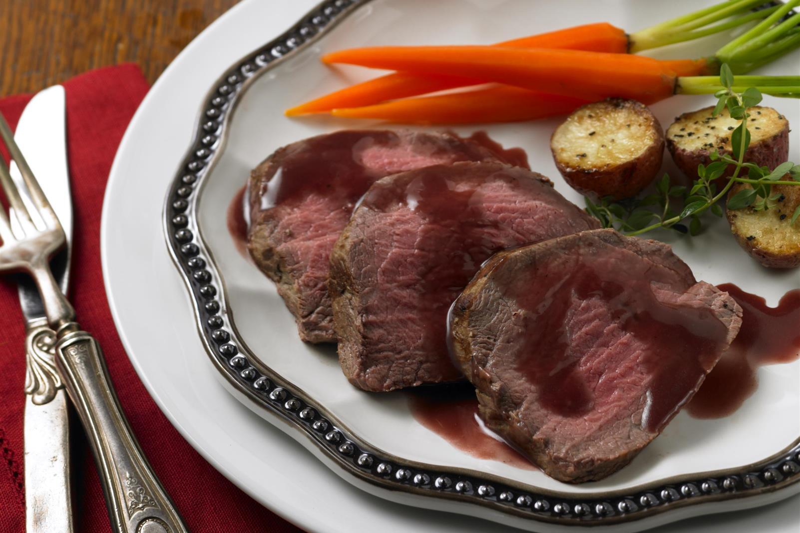 Roast Beef Tenderloin with Cranberry-Red Wine Sauce